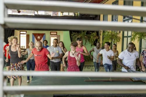 photos of Cuban people working, painting works of art, singing, dancing, studying, artists, workers, humble, happy, cheerful, friendly, old people, young people and children (26)