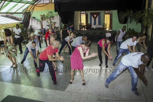photos of Cuban people working, painting works of art, singing, dancing, studying, artists, workers, humble, happy, cheerful, friendly, old people, young people and children (27)